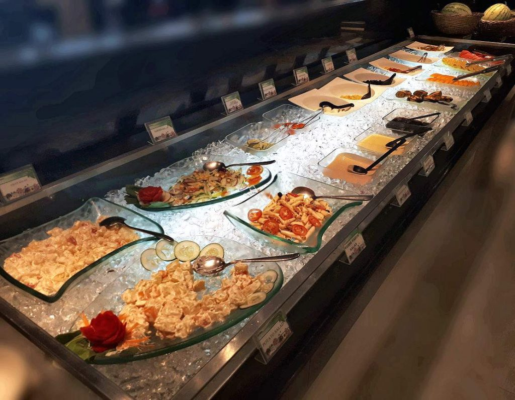 Many salads to choose in Yakimix