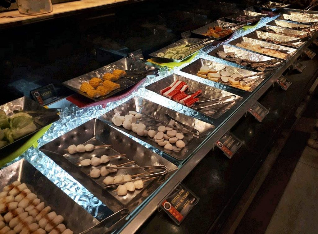 Varieties of seafood to grill in Yakimix