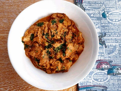 Butter Chicken garnished with parsley