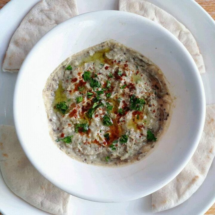 Roasted Aubergine Dip (Baba Ganoush) serve with 4 pieces of flatbread in a plate