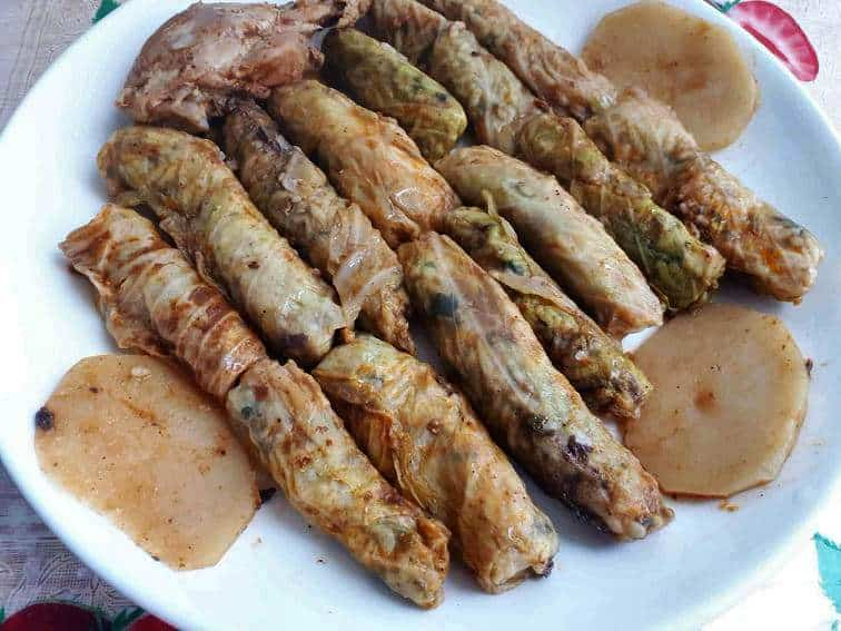 Malfouf Recipe serve with chicken drumstick and slices of potatoes